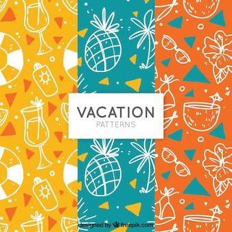 Patrones de colores con bocetos de elementos de verano