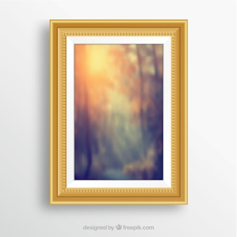 Pintura abstracta con marco dorado