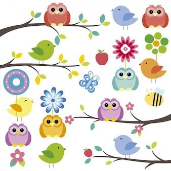 Pájaros sobre ramas con flores