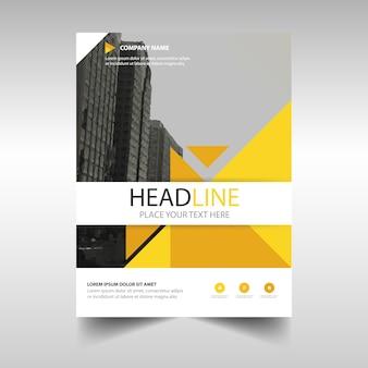 Plantilla de cover de un informe anual creativo amarillo