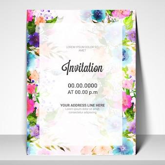 Plantilla de la tarjeta de invitación con flores de acuarela.