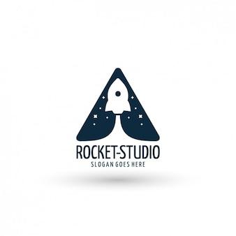 Plantilla de logo con cohete espacial