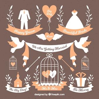 Selección bonita de etiquetas decorativas con elementos de boda