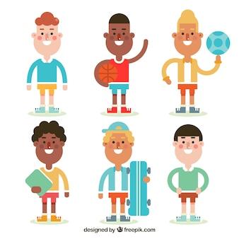 Selección fantástica de niños sonrientes con diferentes objetos