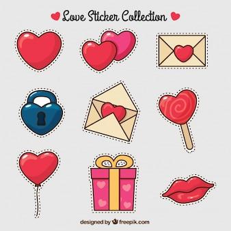 Set de corazones y elementos de amor dibujados a mano