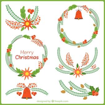 Set de detalles florales y coronas de navidad dibujadas a mano