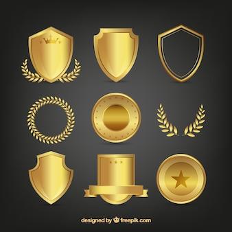 Set de escudos dorados y coronas de laurel