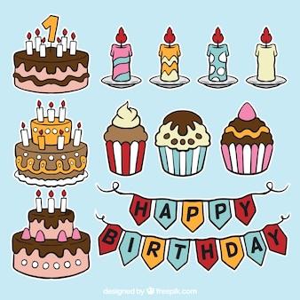 Set de pasteles de cumpleaños y velas dibujadas a mano