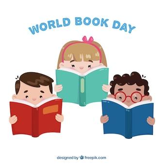 Set de tres niños leyendo libros