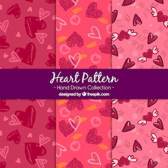 Set de tres patrones de corazones dibujados a mano