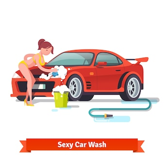 Sexy mujer en traje de baño lavando coche deportivo rojo