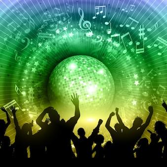 Silueta de una multitud de gente en un fondo abstracto de balón de espejo con notas de música