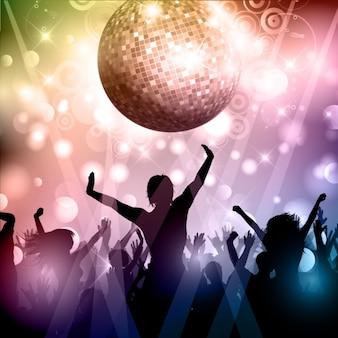 Siluetas de multitud de fiesta con bola de discoteca