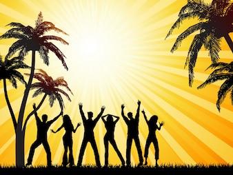Siluetas de personas bailando sobre fondo de verano