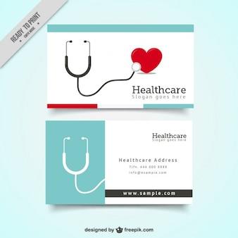Tarjeta de asistencia médica con fonendoscopio y un corazón