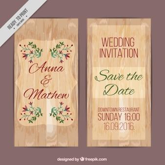 Tarjeta de boda de textura de madera con detalles florales