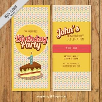Tarjeta de cumpleaños con un pastel en estilo vintage