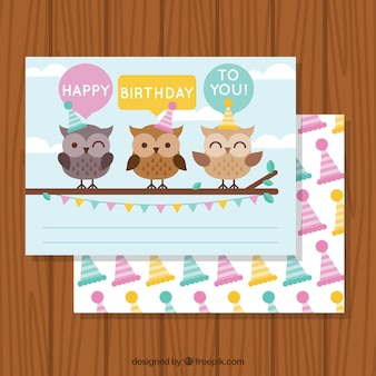 Tarjeta de felicitación de cumpleaños con búhos