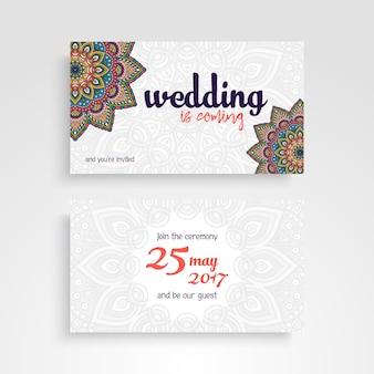 Tarjeta de invitación de boda con mandalas