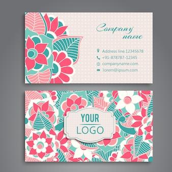 Tarjeta de presentación con diseño floral