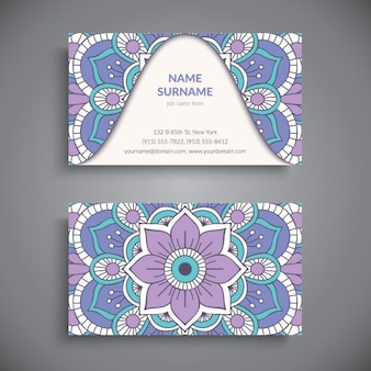 Tarjeta de visita azul y púrpura con un mandala