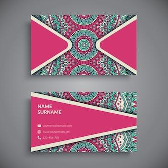 Tarjeta de visita de color rosa con mandala