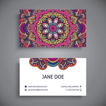 Tarjeta de visita decorada con mandalas a todo color