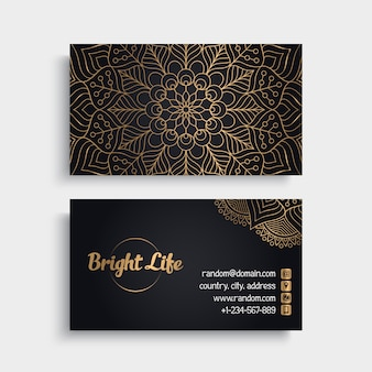 Tarjeta de visita dorada con concepto de mandala