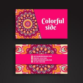 Tarjeta de visita rosa con decoración de mandala