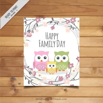 Tarjeta del día de la familia de bonitos búhos