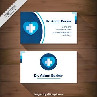 Tarjeta médica con un corazón azul