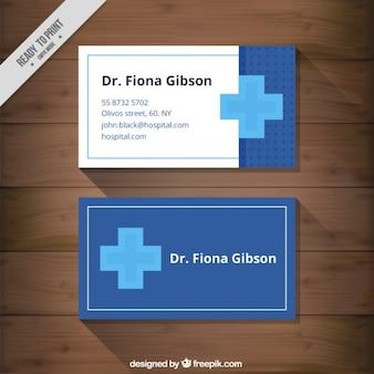 Tarjeta médica con una cruz azul
