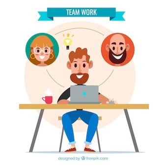 Trabajo en equipo con compañeros sonrientes