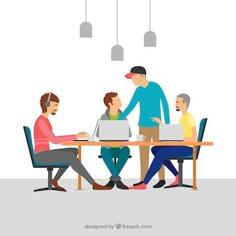 Trabajo en equipo en oficina moderna