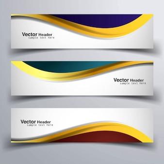 Tres banners con formas doradas