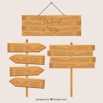 Tres señales de madera