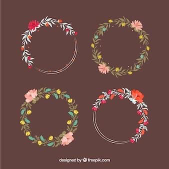 Varias bonitas coronas florales dibujadas a mano en estilo vintage