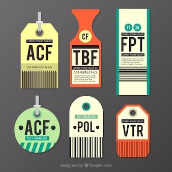 Varias etiquetas de viaje