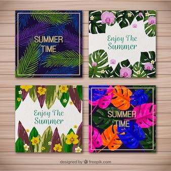Varias tarjetas de verano con hojas tropicales