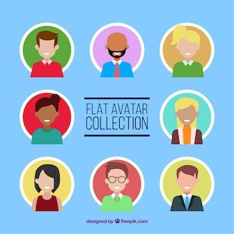 Variedad de avatares en diseño plano