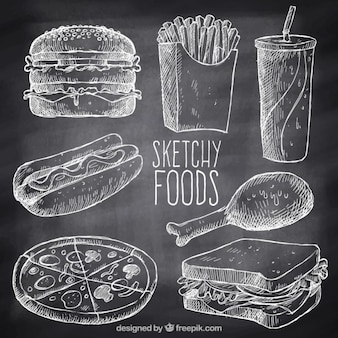 Variedad de comida rápida con tiza dibujada a mano