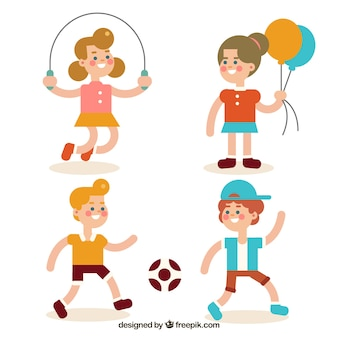 Variedad de niños sonrientes jugando