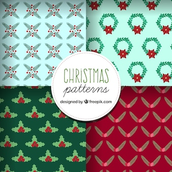 Varios patrones navideños con muérdago y coronas