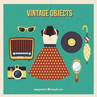 Vestido y accesorios vintage en diseño plano