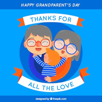 Blauer Hintergrund der glücklichen Großeltern umarmen ihren Enkel