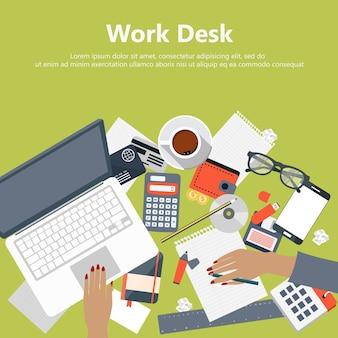Büro-Schreibtisch mit Ausrüstung