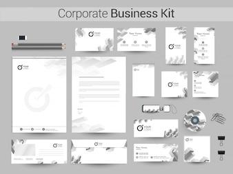 Corporate Business Kit mit grauen geometrischen Elementen.