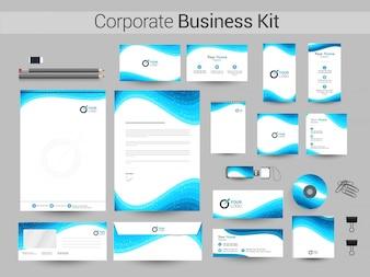 Corporate Identity Kit mit blauen Wellen.