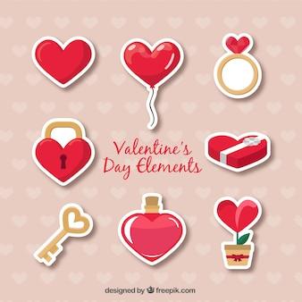 Die Auswahl der dekorativen Elemente bereit für den Valentinstag