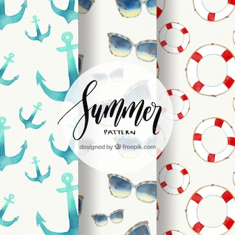 Drei Sommermuster mit Elementen im Aquarellstil